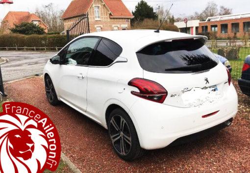 Aileron GTi pour Peugeot 208 (photo envoyée par un acheteur)